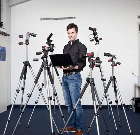 Alexander Freytag zwischen Kameras und Laptop