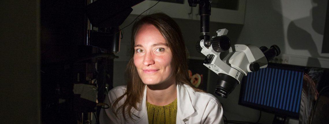 Dr. Julia Stöckl im Labor