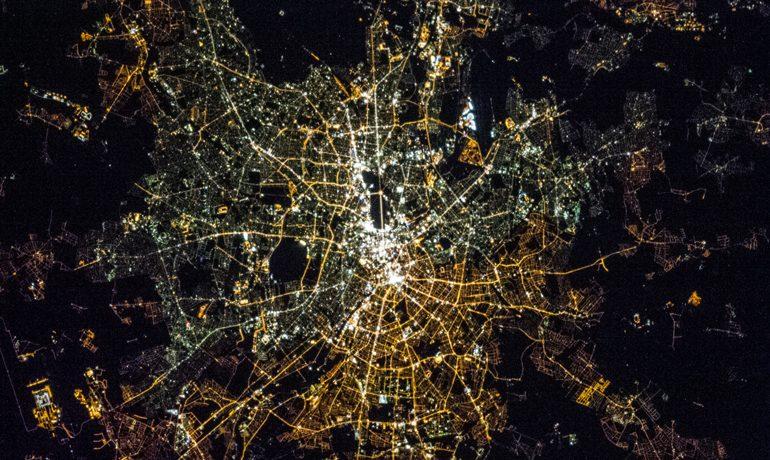 Luftaufnahme von Berlin bei Nacht