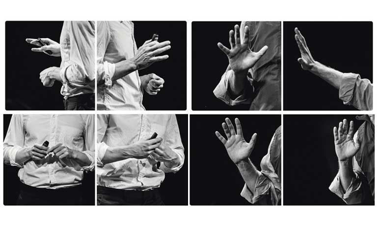 Die Häne eines Mannes, der einen Vortrag hält