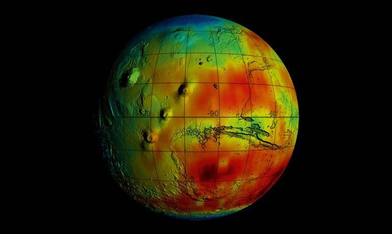 Die Daten der Neutronensonden an Bord der Mars Odyssey offenbaren, dass der Wassergehalt in den oberen Schichten des Marsbodens bis zu 50Volumenprozent beträgt (blau).